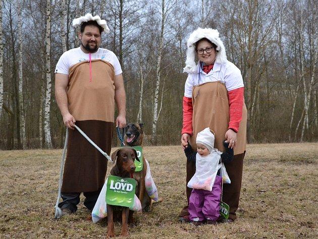 V sobotu se konalo na cvičišti hradeckého kynologického klubu hafškarní. Na psovody a jejich čtyřnohé miláčky čekaly tři disciplíny, a to allye obedience - tedy speciální závod poslušnosti, opičí dráha a defilé masek.