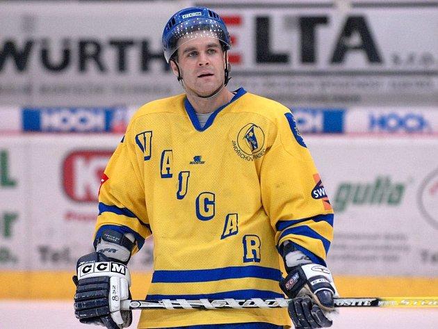 Obránce Stanislav Fiedler byl s gólem a asistencí nejproduktivnějším hráčem Vajgaru v jinak nepovedeném utkání II. ligy na ledě Klášterce nad Ohří, v němž jindřichohradečtí hokejisté prohráli 3:8.