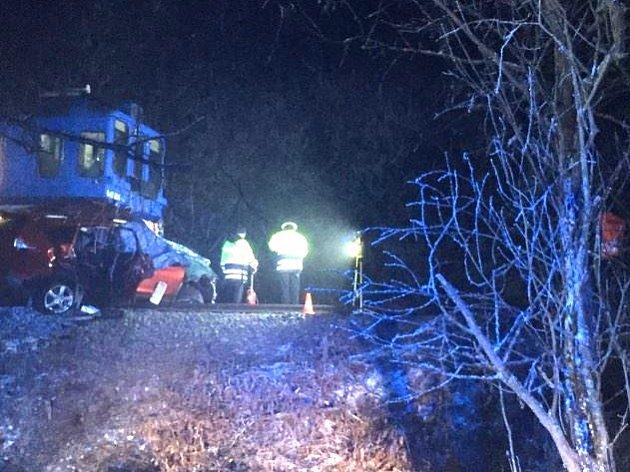 Při střetu osobního auta vosobním vlakem vTřeboni - Holičkách odpoledne poslední den vroce 2016zemřela dvoučlenná posádka.