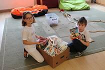 Dětem z Trojlístku udělaly radost pohádkové knížky.
