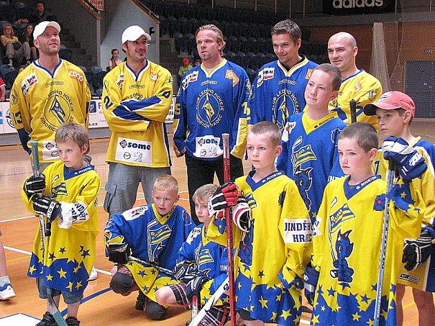 Mladí hokejisté Vajgaru se setkali se slavnými odchovanci jindřichohradeckého klubu.