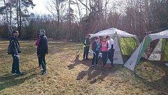 Stovka orientačních běžců se u Horní Pěny zúčastnila závodů s názvem Dřevěný sněhulák.