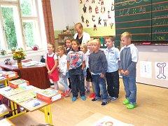 V Popelíně byl první školní rok o to slavnostnější, že otevřeli další třídu pro 3. až 4. ročník.