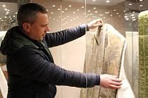 Na zámku v Jindřichově Hradci se otevírá výstava Umění restaurovat. Návštěvníci při ní zhlédnou tapiserie a textil ze sbírek Uměleckoprůmyslového musea v Praze a Národního památkového ústavu, a to v doposud nepřístupných prostorách Adamova stavení.