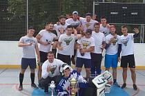 V loňském roce se z triumfu v hokejbalové Městské lize radoval tým Angry Bulls.