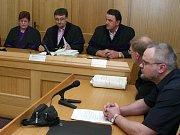 Jindřichohradecký soudce Roman Dvořák při čtení rozsudku nad Vladanem Simandlem.