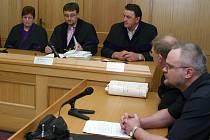 Dnes již bývalý strážník jindřichohradecké městské polciie Vladan Simandl  u soudu.