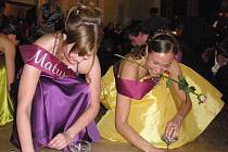K plesové sezoně neodmyslitelně patří hlavně ty maturitní. Snímek je  z plesu oktávy dačického gymnázia.