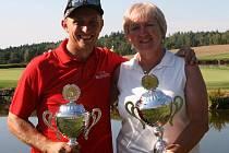 Mistři rakouského golfového klubu v Haugschlagu z roku 2016 Věra Hesová a Andreas Pfandler.