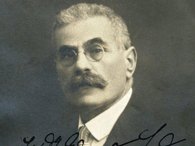 Bývalý starosta a právník Eduard Lederer.