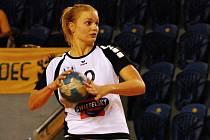 Po tříměsíční rekonvalescenci se do sestavy hradeckých házenkářek vrátila Barbora Eliášová a hned se na turnaji v Otrokovicích stala s 21 góly nejlepší střelkyní celého klání.