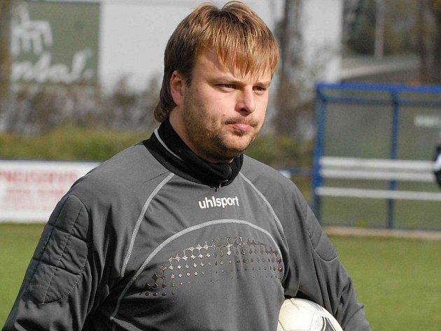 Postaví se mezi tři tyče gólman Tomáš Skála (na snímku), nebo jeho bratranec Jakub?