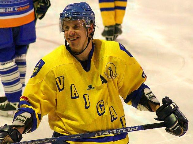 Útočník jindřichohradeckého Vajgaru Marek Dvořák měl po zápase v Litoměřicích pořádný důvod k úsměvu. Dokázal totiž vstřelit dva góly a velkou měrou se zasloužil o  vysoké vítězství svých barev 8:2.