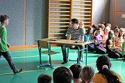 Divadelní kroužek funguje v základní škole v Kunžaku pod vedením Evy Krafkové již tři desítky let.