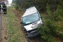 U Stráže nad Nežárkou střetlo osobní auto s dodávkou.