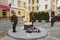 Jindřichův Hradec si začal připomínat kulaté výročí státu už od pátečního rána.