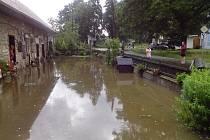 Bouřka způsobila bleskovou povodeň v Artolči.