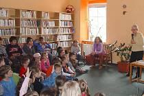 Spisovatelka Markéta Zinnerová besedovala v Dačicích s dětmi.