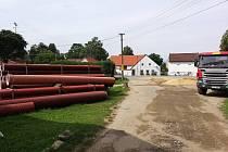 Budování kanalizace v Děbolíně.