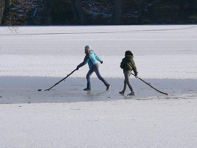 Zamrzlá plocha Vajgaru láká.