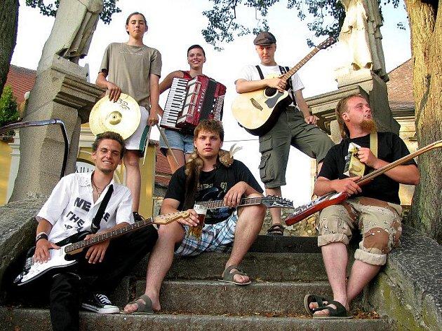 Skupina vznikla v roce 2008 a pochází z Lodhéřova, jejich styl hudby je punk rock.