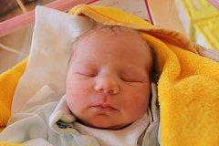 Karolína Čizmadiová se narodila 30. listopadu Veronice a Jiřímu Čizmadiovým ze Zahrádek. Měřila 50 centimetrů a vážila 3520 gramů.
