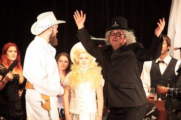 S velkým úspěchem se setkala derniéra divadelní hry Limonádový Joe v Horní Pěně v podání tamního divadelního souboru Jirásek.