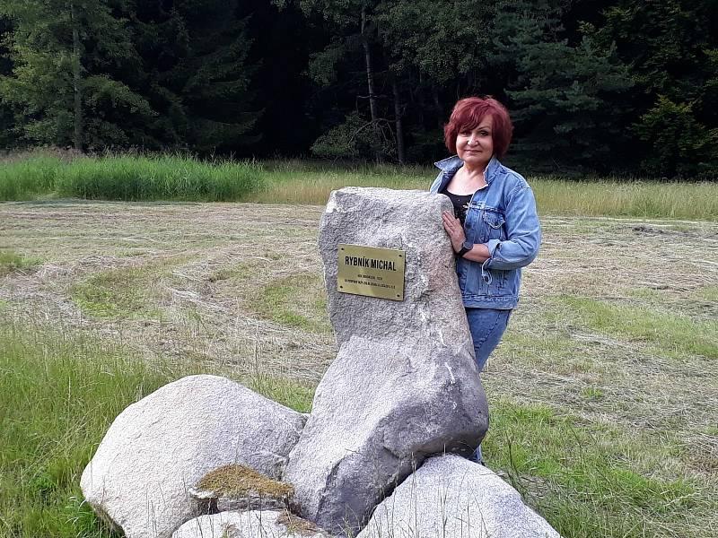 Petra Janů nechala u Stráže nad Nežárkou postavit rybník. Jméno Michal mu dala po manželovi.