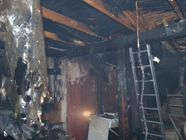 Požár v Denisově ulici v Jindřichově Hradci.