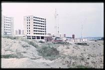 Výstavba panelových domů na sídlišti Vajgar.