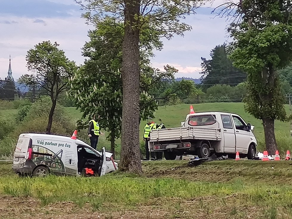 Střet tří aut 26. 5. 2021 mezi Jindřichovým Hradec a Děbolínem, kousek za odbočkou na letiště, si vyžádal jeden lidský život.