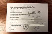 O voličské průkazy je v Hradci pro druhé kolo volby historicky rekordní zájem.