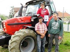 Nejúspěšnějším týmem soutěže v jízdě zručnosti s traktorem a vlekem byli Pavel Urbanec, Filip Marsa a František Čermák.