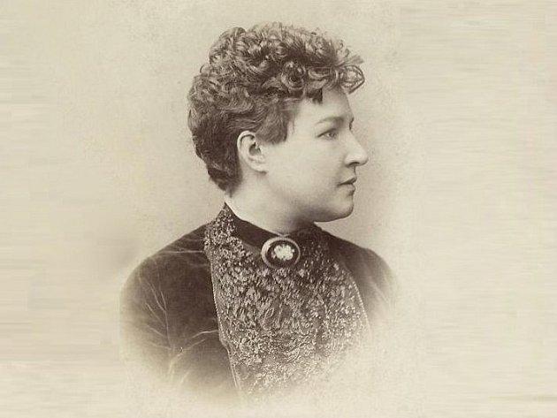 Herečka Adéla Volfová.