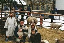 K adventu patří vánoční koledy, živá zvířátka, nabídka různých výrobků a stánek s teplými nápoji. To všechno nebude chybět ani na třetím nádvoří jindřichohradeckého zámku 8. a 9. prosince.