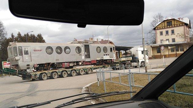 Vlak JHMD ponorka na kruháči
