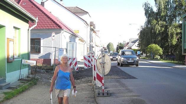 Až do konce října bude trvat oprava celé třeboňské ulice Daskabát.