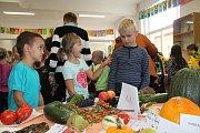 Ve 3. základní škole pořádají tradiční podzimní výstavu ovoce a zeleniny.