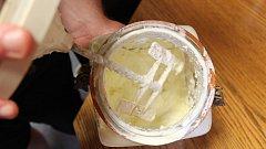 Výroba másla. Ilustrační foto.