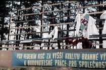 26. září 1976 – při instalaci tribuny k závodu motorek u Otína.