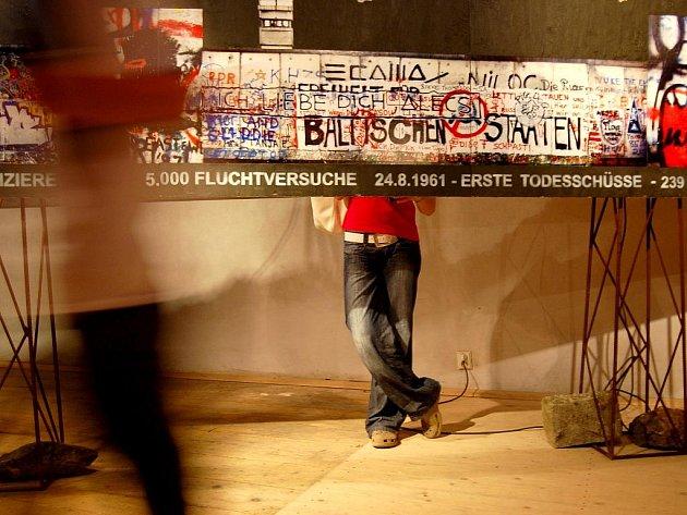 Vernisáž výstavy Jiřího Tillera v jindřichohradeckém Zámeckém mlýně