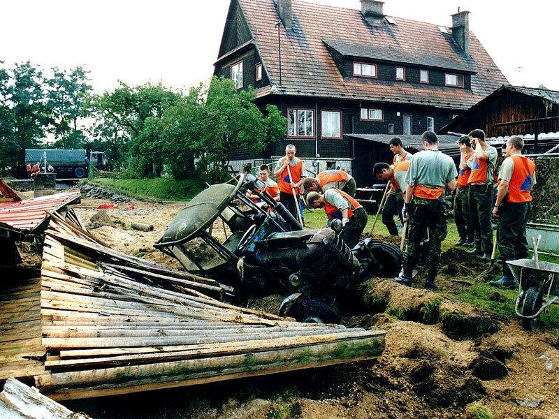 Majdalena 2002, poté, co se rozlila pískovna.