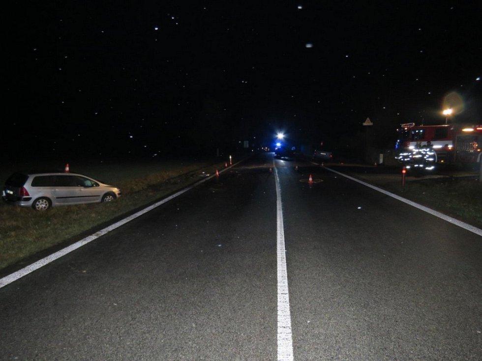 K tragické srážce tří aut došlo u čerpací stanice u Rodvínova.