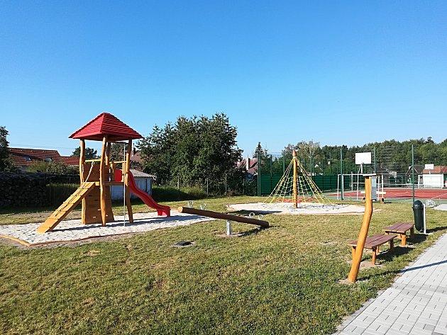 Nové dětské hřiště ve Staré Hlíně.