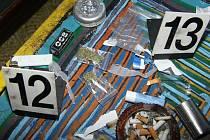 """Policisté při domovních prohlídkách zajistili jak samotnou drogu, tak  """"nádobíčko"""" na její výrobu."""