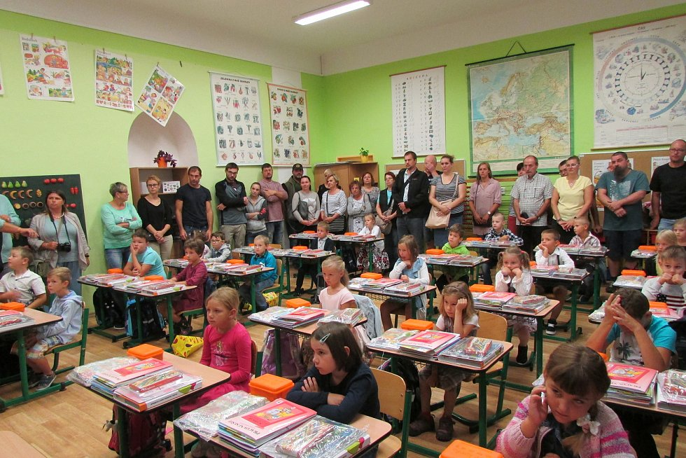 První školní den na ZŠ a MŠ v Lomnici nad Lužnicí.