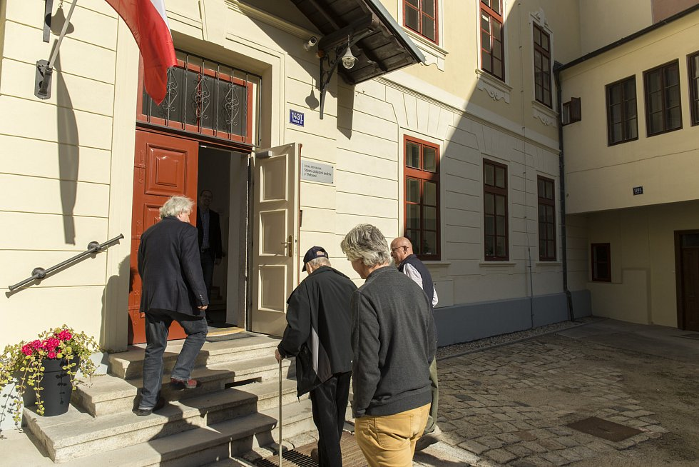 Učená společnost České republiky navštívila oblastní archiv v Třeboni.