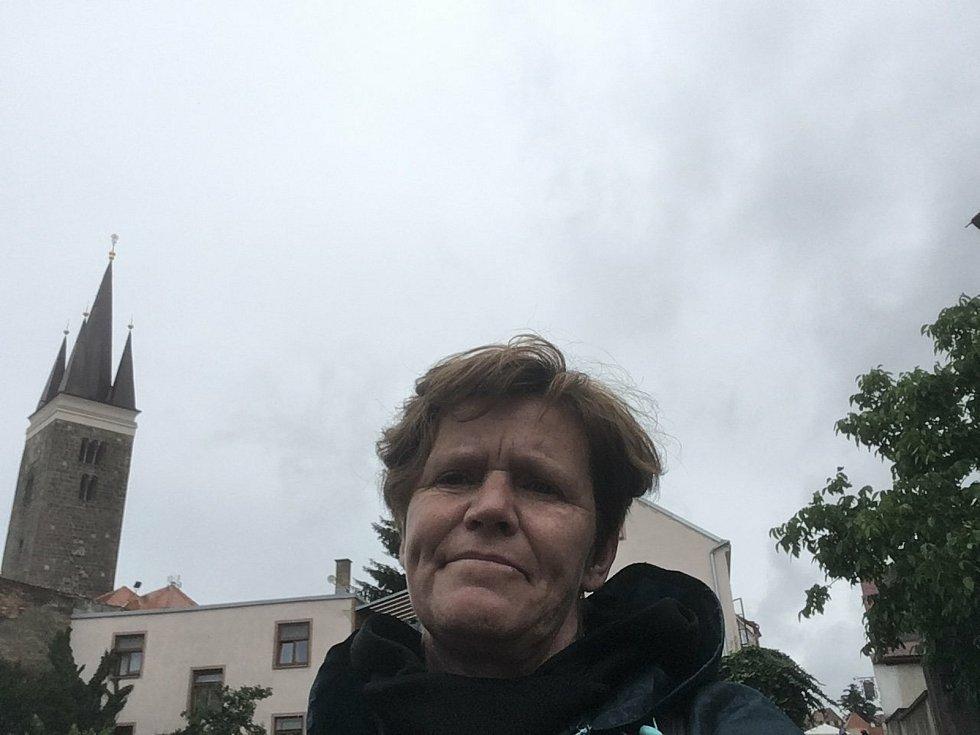 V pondělí Martina Šlincová i přes nepřízeň počasí urazila dalších 31 kilometrů ze Studené do Hladova. Cestou přemítá o nemoci, která zasáhla její život.