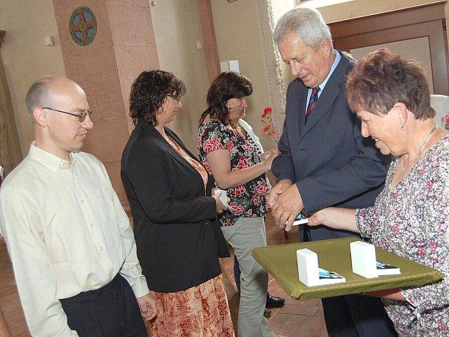 Ve čtvrtek byli v jindřichohradecké kapli Maři Magdaleny oceněni bronzoví a stříbrní dárci krve.