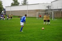 V 20. kole I. B třídy novobystřičtí fotbalisté remizovali na domácím trávníku s Českými Velenicemi 2:2.